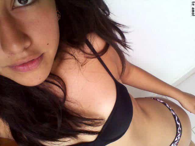 Pack De Chica Hermosa Flaquita Morena En Tanga